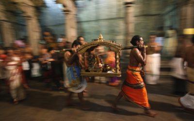 A spasso con Shiva. Seminari di danza odissi